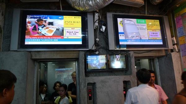 [20090822]A座電梯上的電梯監視器及廣告電視