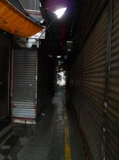 [20100104]重慶大廈之左側小巷商店街