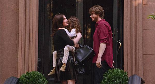 still-of-anne-hathaway,-anders-holm-and-jojo-kushner-in-the-intern-(2015)-large-picture.jpg