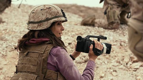 Whiskey-Tango-Foxtrot-2016-Movie-Wallpaper-10.jpg