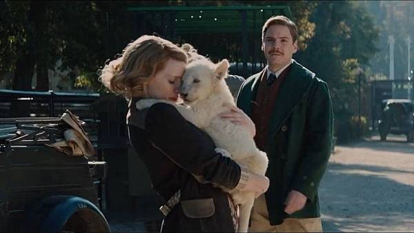 13164-the-zookeeper-s-wife-clip-stay-safe.jpg
