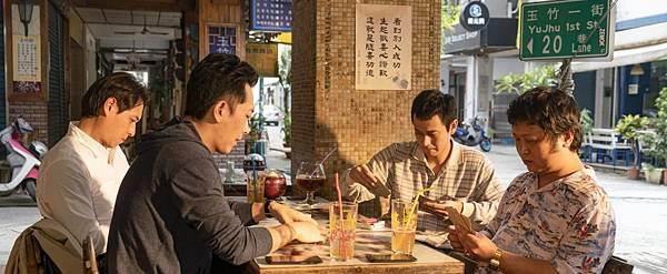 《同學麥娜絲》導演黃信堯笑言電影如增量紅茶值回票價-2560x1050.jpg