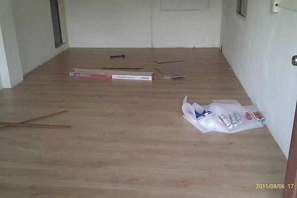 110806鋪地板_011.jpg