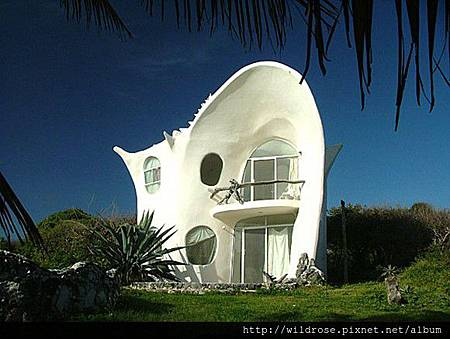 small-white-shell-house-580x436