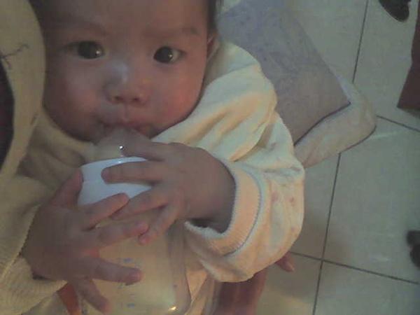 奶瓶是我的
