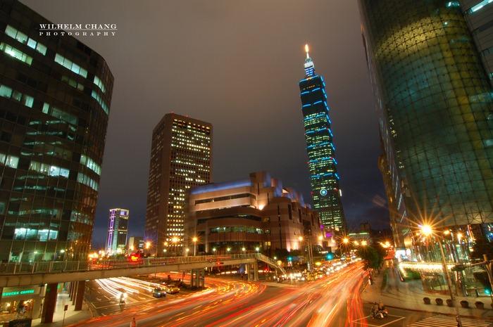 台北市基隆信義路口夜景