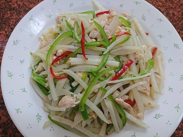 馬鈴薯炒雞絲 (1).JPG