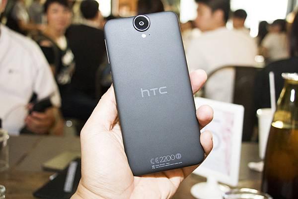 HTC ONE E9+背面
