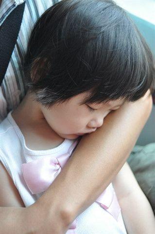 小珊寶睡著被媽媽偷拍