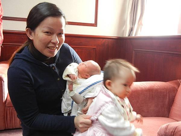 媽媽兩個寶.JPG