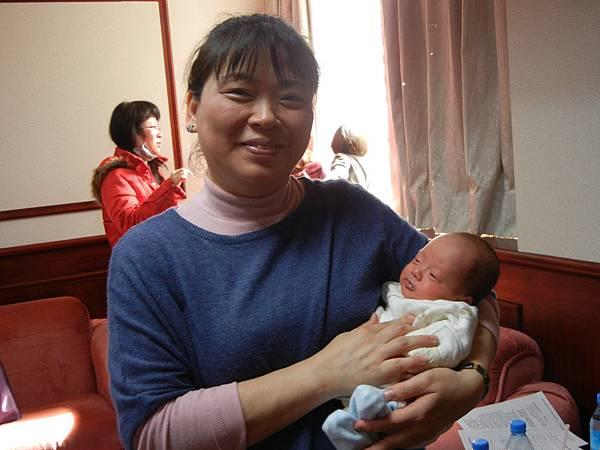 抱著早產兒.JPG