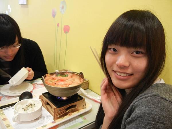 雙胞妹妹愛泡菜鍋