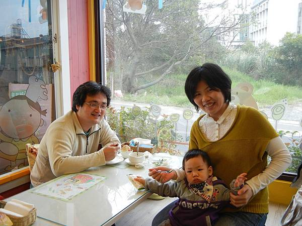 莊小姐與兒子.JPG
