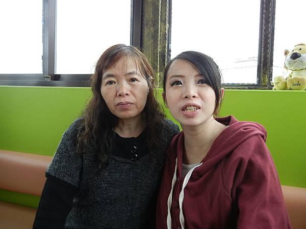 小雲與媽媽.JPG