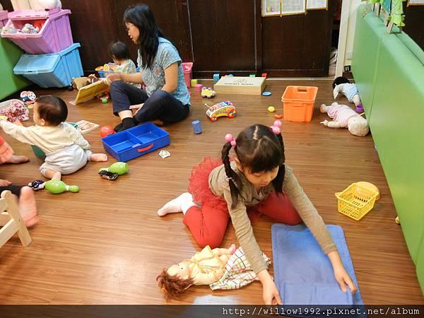 學習照顧小寶寶的芊羽