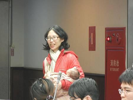娟娟鼓勵還沒生產的媽媽 一定要親子同室.JPG