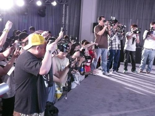 記者會現場好多媒體呀!!