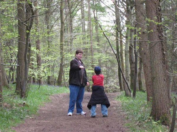 J配合Sean在森林裡硬要來場原始