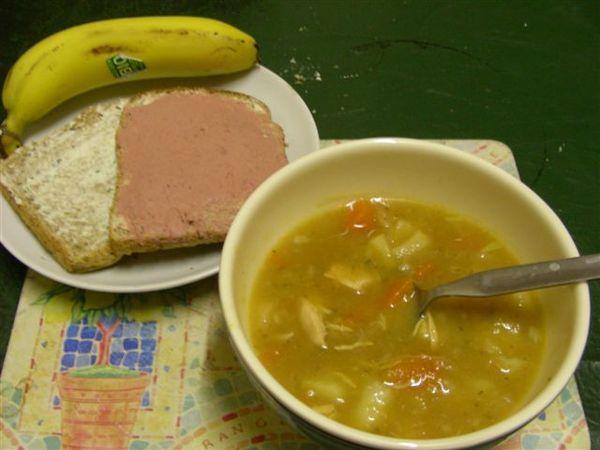 房東太太的愛心(1)-雞肉蔬菜湯