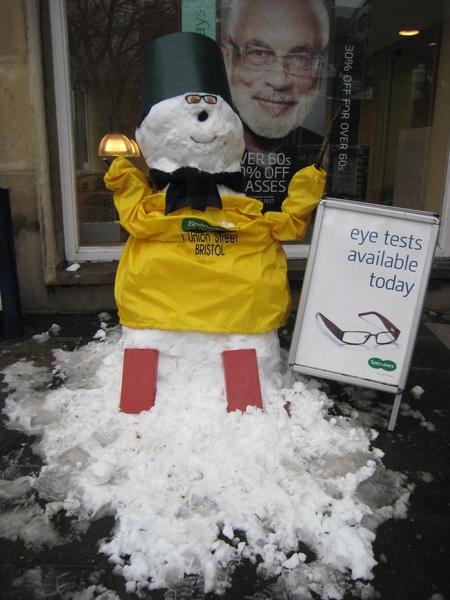 街上的超好笑雪人