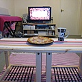 房子小小,餐桌只好將就一點囉XD