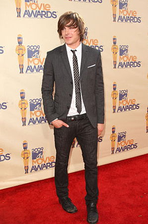 zac-efron-and-april77-joey-overdrive-raw-jeans-gallery.png