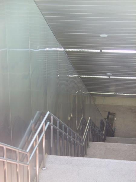 二號出口好深的樓梯