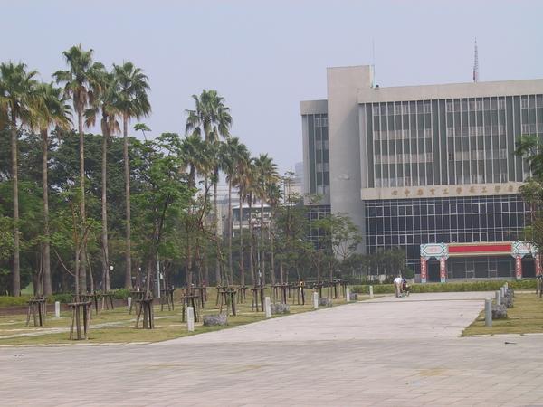 勞工公園門面-勞工育樂中心大門 (勞工公園也是五個改造公園其中一個)