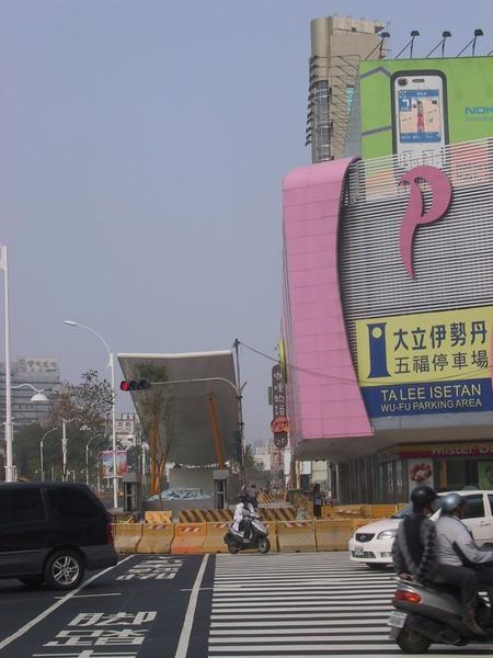 R9 2號出口(往新崛江方向)