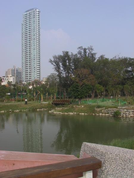 景觀湖跟很漂亮的大樓一起照,很棒