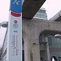 R22 青埔站 站名板跟壯觀的橋墩