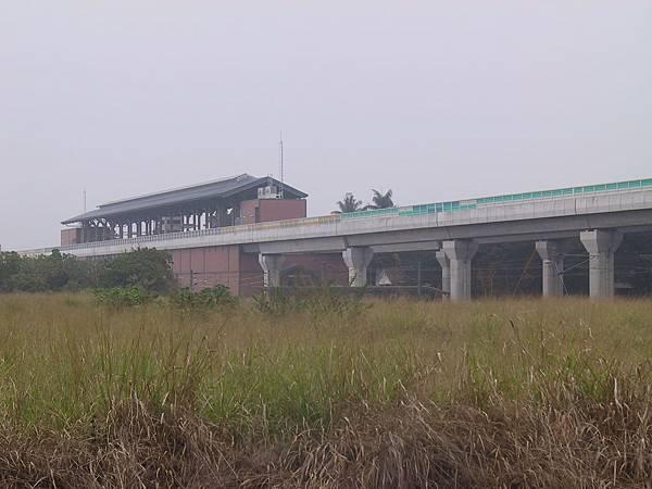 R22A 橋頭糖廠站跟一大片....雜草XD