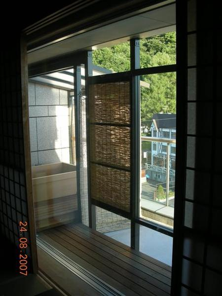 960824-G落腳處RURIKURA RESORT02 陽台可泡溫泉.JPG