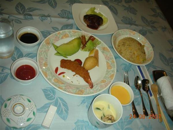960824-G落腳處RURIKURA RESORT08 晚餐的兒童餐.JPG