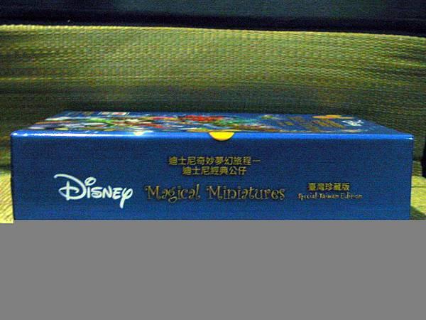 迪士尼經典公仔收集典藏冊側面