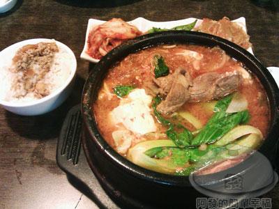 玉陶園韓式料理13牛肉泡菜鍋.jpg