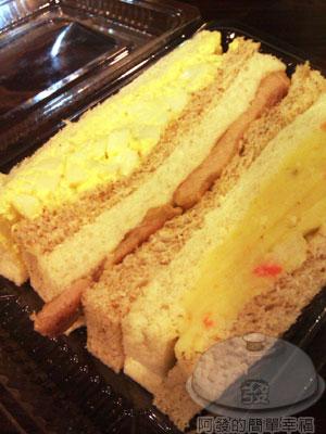 板橋-小廚房11外帶盒裝三明治28元.jpg