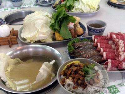 富樂台式涮涮鍋07-鮮蝦鍋加肉.jpg