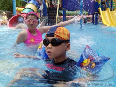 士林-前港游泳池05-大型兒童戲水池.jpg