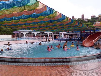 士林-前港游泳池06-滑水道及兒童池.jpg