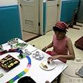 20110719-自製火車迴轉壽司03-壽司小姐.jpg