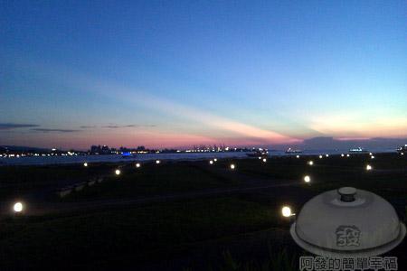 淡水遠望台北港.jpg