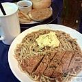 Yummy雅米早午餐15-蔥燒香酥雞排鐵板麵套餐.jpg