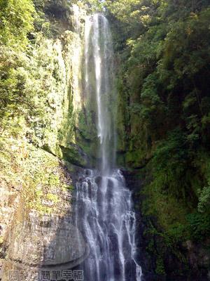 宜蘭礁溪-五峰旗-17-第一層瀑布.jpg