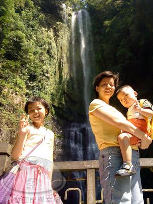 宜蘭礁溪-五峰旗-18-第一層瀑布.jpg