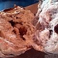 陶博館之窯烤麵包06葡萄核桃麵包-撕開狀.jpg