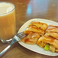 向陽晨間飲食館15蔬菜蛋餅+鮮奶綠