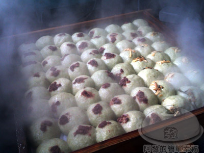 淡水天元宮-老泉草仔粿08-剛蒸好的草仔粿