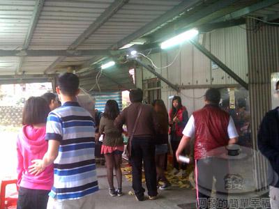 萬里-知味鄉烤玉米03-購買的人潮