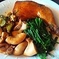 雙溪半日遊-香甜小吃09滷雞腿+豬腸+水蓮
